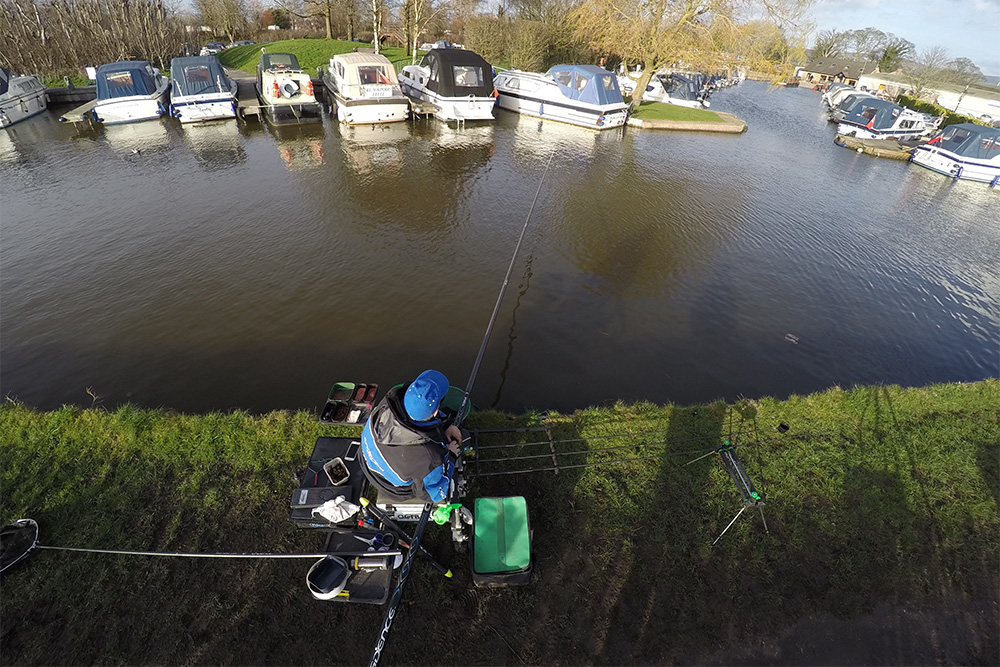 This angle clearly shows Alan fishing in his 12.5 metre '2 o'clock' swim.